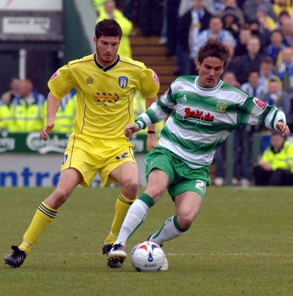 Yeovil's Arron Davies (R) battles for the ball with Colchester's Pat Baldwin during the Coca-Cola League One match at Huish Park, Yeovil. 6th May 2006