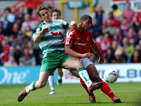 Nottingham Forest's Julian Bennett is tackled by Yeovil Town's Chris Cohen at the City Ground. 17th April 2006