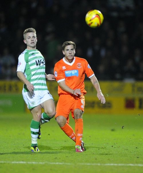 Blackpool's Dan Gosling battles for the ball with Yeovil Town's Sam Hoskins - Photo mandatory by-line: Joe Meredith/JMP - Tel: Mobile: 03/12/2013 - SPORT - Football - Yeovil - Huish Park - Yeovil Town v Blackpool - Sky Bet Championship